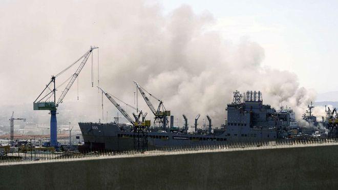 Siêu tàu đổ bộ tấn công Mỹ cháy dữ dội - Rất nguy cấp, mũi đã chúi xuống nước và lệch sang phải - Ảnh 25.
