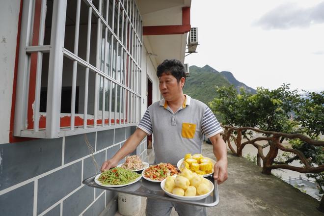 Vĩnh biệt đói nghèo: Tân Hoa Xã viết về những người dân có cuộc sống tốt đẹp hơn nhờ đập Tam Hiệp - Ảnh 4.