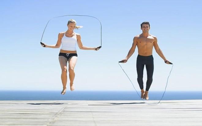 8 tác dụng của việc nhảy dây hàng ngày đối với sức khỏe - Ảnh 1.