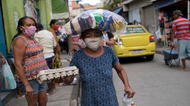 COVID-19 tới 6h sáng 13/7: Thế giới vượt 13 triệu ca bệnh, trên 570.000 người tử vong - Ảnh 2.