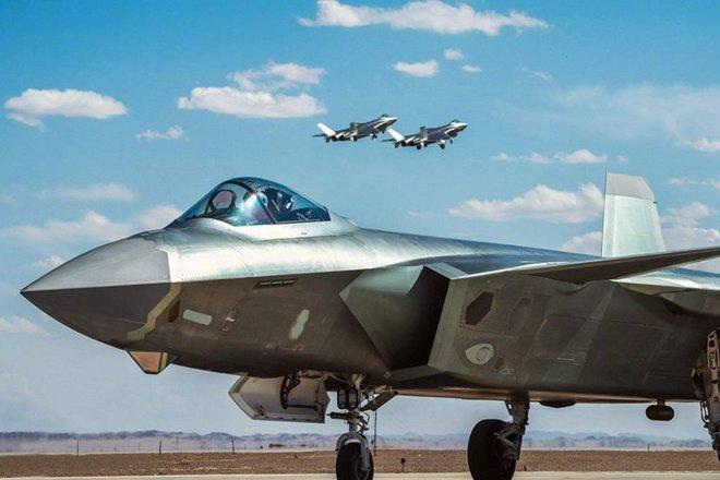 Cần gấp 200 tiêm kích tàng hình, Trung Quốc sản xuất hàng loạt J-20: Hé lộ biến thể mới - Ảnh 1.
