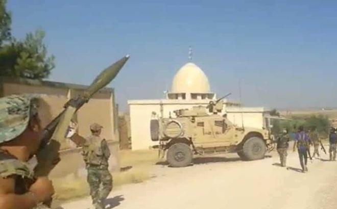 Tình hình Syria: Tướng Syria dọa đốt đoàn xe tuần tra quân đội Mỹ