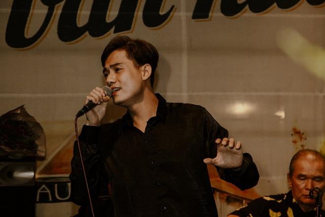 Ca sĩ Bảo Đăng và cú sốc: Thủ khoa Nhạc viện đi hát, khán giả đuổi xuống khỏi sân khấu - Ảnh 5.
