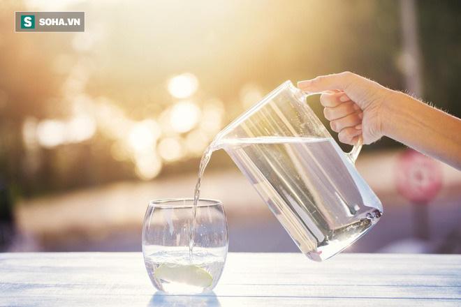 Ghi nhớ công thức số 5 giúp bạn uống nước đúng, đủ: Cơ thể vận hành và thải độc trơn tru - Ảnh 1.