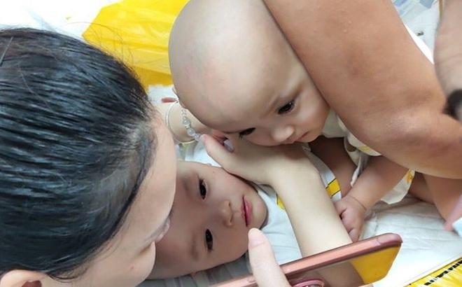 """Những giây phút """"dính nhau như sam"""" cuối cùng của 2 bé Trúc Nhi và Diệu Nhi"""