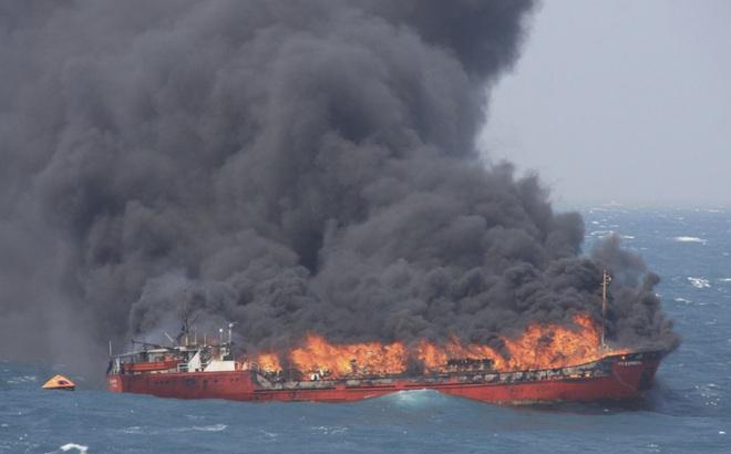 Tàu Iran bốc cháy hàng loạt, chuỗi hỏa hoạn bất thường lại tiếp diễn