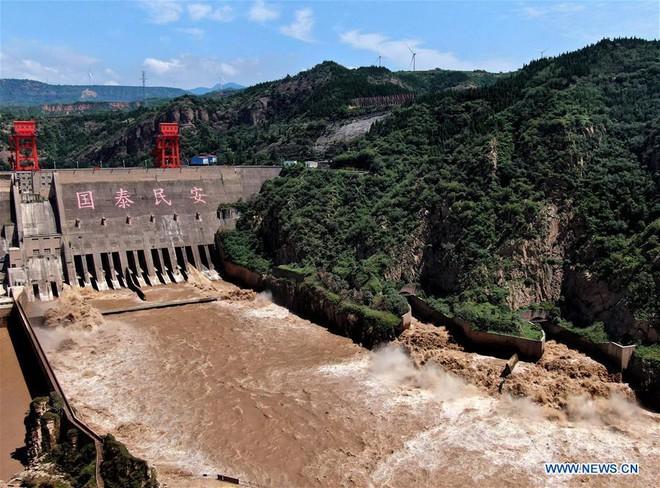 [Ảnh] TQ: Đập thủy điện gây tranh cãi trên sông Hoàng Hà xả lũ, sẵn sàng đối phó đợt lũ mới - Ảnh 4.