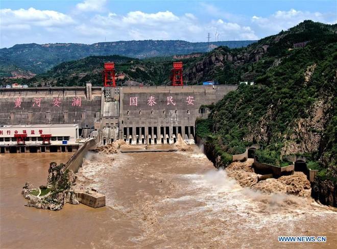 [Ảnh] TQ: Đập thủy điện gây tranh cãi trên sông Hoàng Hà xả lũ, sẵn sàng đối phó đợt lũ mới - Ảnh 1.