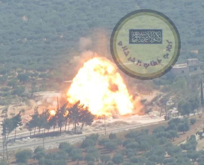 Lao xe bom vào Quân cảnh Nga, khủng bố Syria trả giá đắt: Quái thú BTR-82A lập công lớn - Ảnh 3.