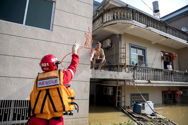 COVID-19 vừa ngớt, lũ lụt lại tấn công; người sống gần hồ Bà Dương (TQ) bức xúc vì con đê đậu phụ - Ảnh 3.
