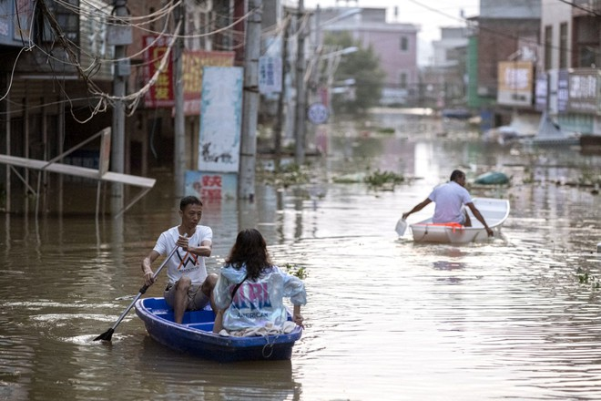COVID-19 vừa ngớt, lũ lụt lại tấn công; người sống gần hồ Bà Dương (TQ) bức xúc vì con đê đậu phụ - Ảnh 5.