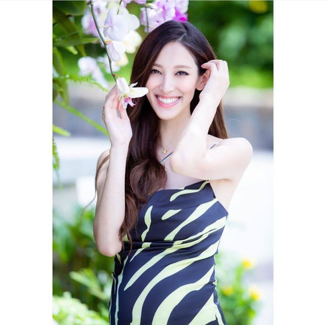 Hoa hậu Hong Kong khiến con trai vua sòng bài Macau say đắm ngày càng gợi cảm khi mang bầu - Ảnh 11.
