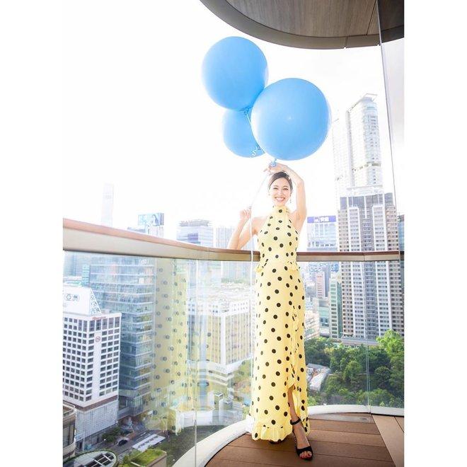 Hoa hậu Hong Kong khiến con trai vua sòng bài Macau say đắm ngày càng gợi cảm khi mang bầu - Ảnh 12.