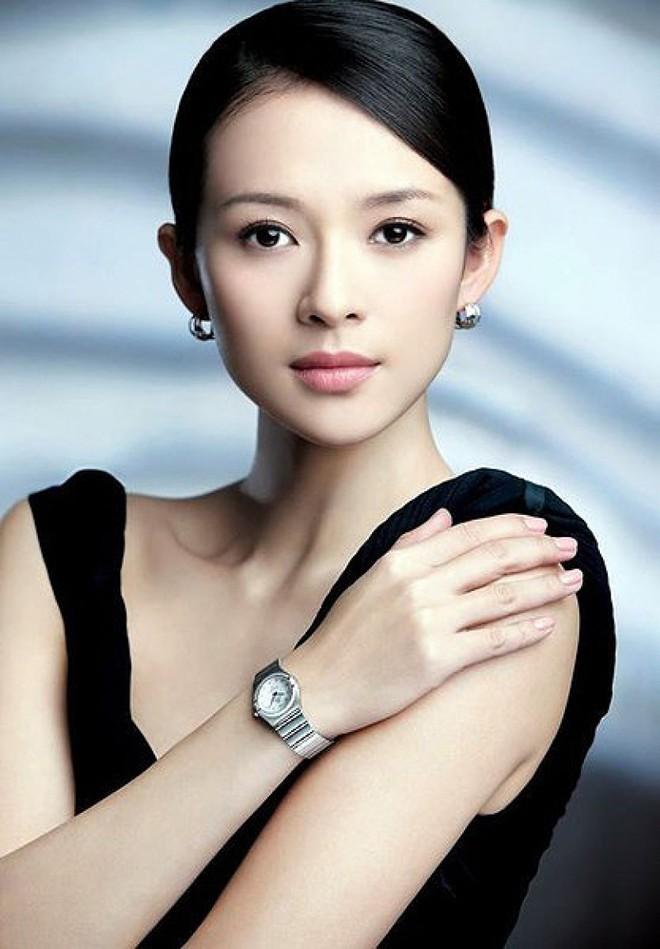 Soi ảnh thẻ thời mới chân ướt chân ráo vào nghề của loạt mỹ nhân Hoa ngữ: Chương Tử Di vẫn vậy, Triệu Lệ Dĩnh lại như cô thôn nữ - Ảnh 2.