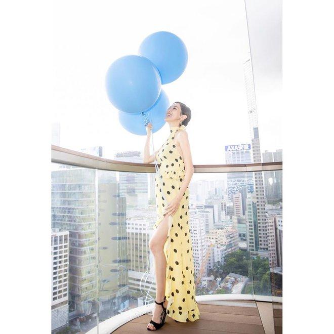 Hoa hậu Hong Kong khiến con trai vua sòng bài Macau say đắm ngày càng gợi cảm khi mang bầu - Ảnh 13.