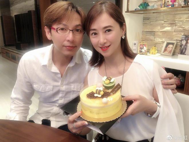 Hoa hậu Châu Á bị bố mẹ từ mặt vì đóng phim nóng, chồng hắt hủi đuổi khỏi nhà giờ ra sao? - Ảnh 10.