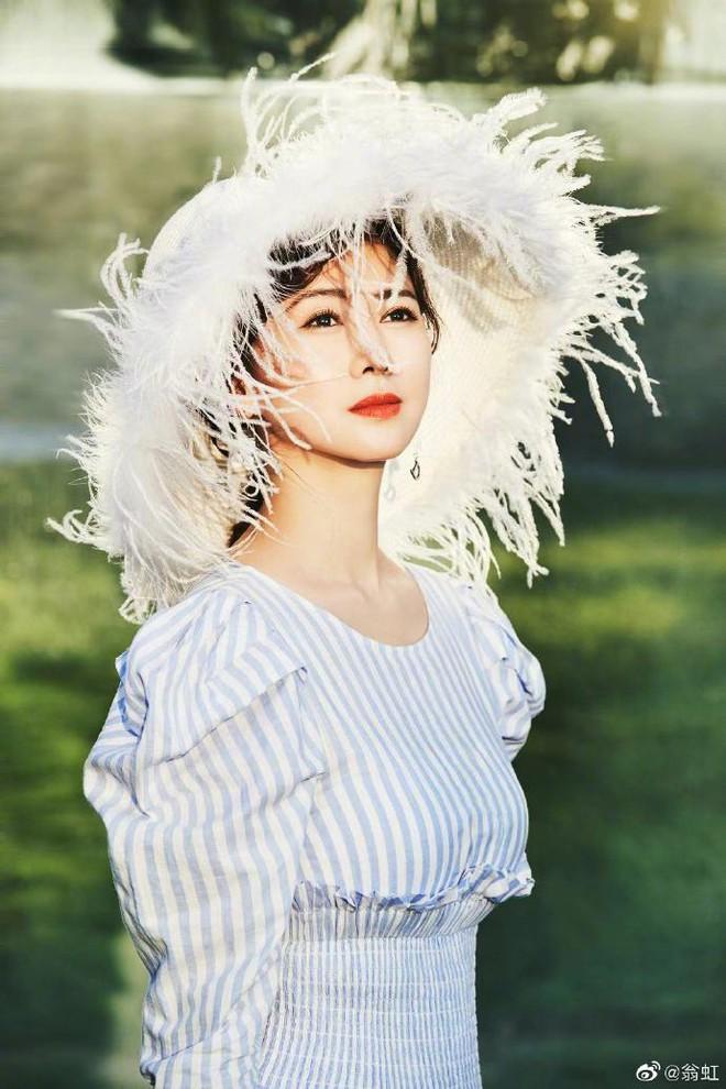 Hoa hậu Châu Á bị bố mẹ từ mặt vì đóng phim nóng, chồng hắt hủi đuổi khỏi nhà giờ ra sao? - Ảnh 6.