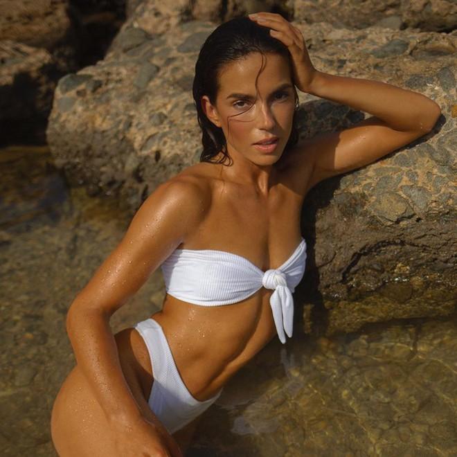 Dàn mỹ nhân áo tắm diện bikini nảy lửa đón nắng hè - Ảnh 3.