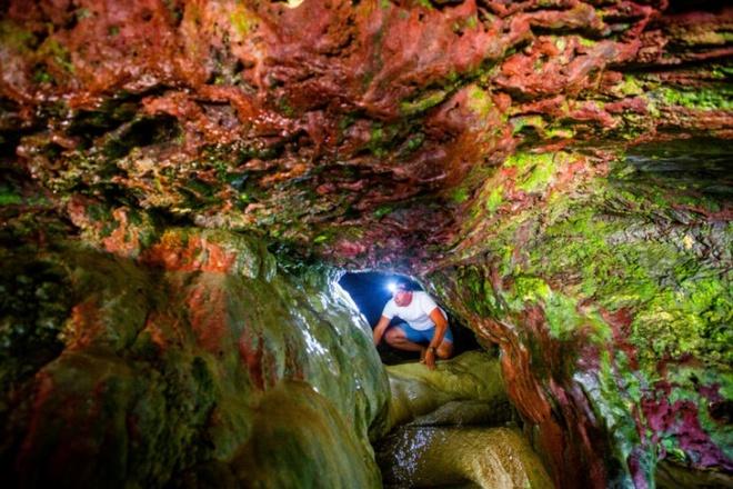 Bí ẩn hang động màu cầu vồng bị lãng quên ở Mỹ có khả năng chữa bách bệnh - Ảnh 2.
