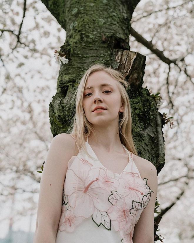 Thiên thần nhí Đan Mạch từng được ví như cô tiên truyện cổ tích sau 6 năm đã thành thiếu nữ, dung mạo khiến dân mạng chia 2 luồng ý kiến - Ảnh 14.