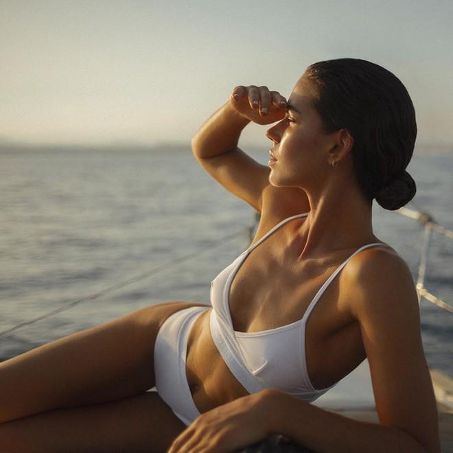 Dàn mỹ nhân áo tắm diện bikini nảy lửa đón nắng hè - Ảnh 4.