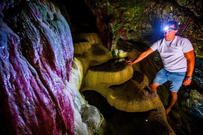 Bí ẩn hang động màu cầu vồng bị lãng quên ở Mỹ có khả năng chữa bách bệnh - Ảnh 3.