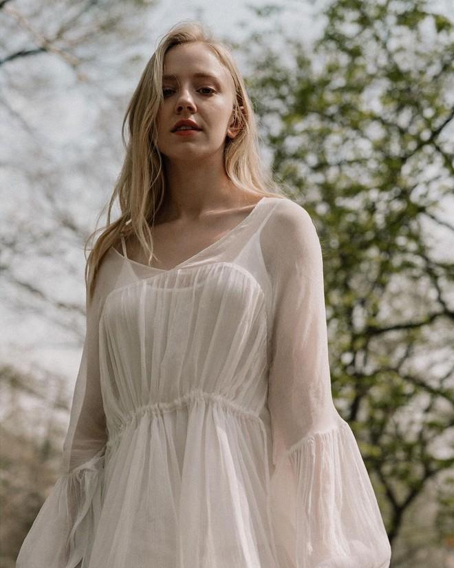 Thiên thần nhí Đan Mạch từng được ví như cô tiên truyện cổ tích sau 6 năm đã thành thiếu nữ, dung mạo khiến dân mạng chia 2 luồng ý kiến - Ảnh 15.
