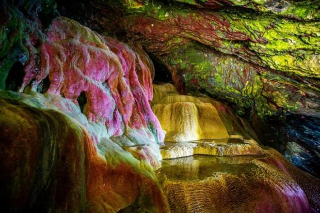 Bí ẩn hang động màu cầu vồng bị lãng quên ở Mỹ có khả năng chữa bách bệnh - Ảnh 4.
