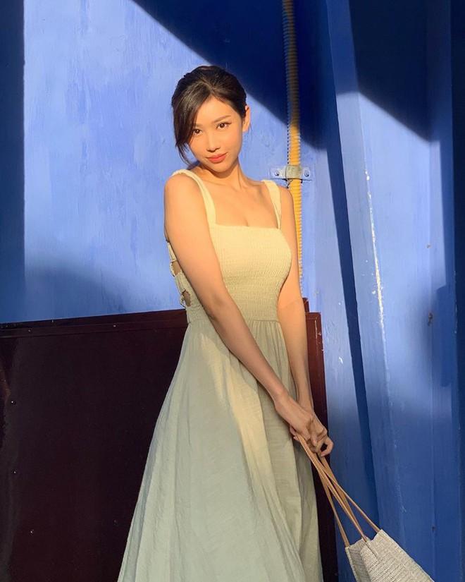 Nữ ca sĩ 'Ghen Cô Vy' thả dáng với bikini, đường cong nóng bỏng gây sốt - Ảnh 8.