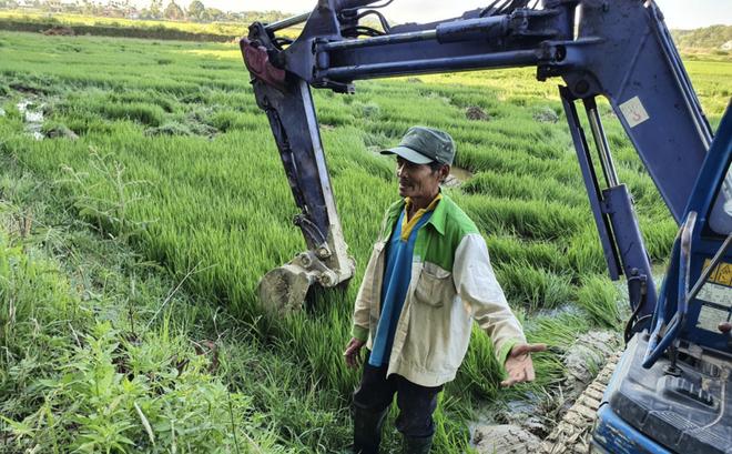 Đất Xanh Quảng Ngãi ngang nhiên dùng máy xúc lấp đất ruộng khi chưa được giao đất