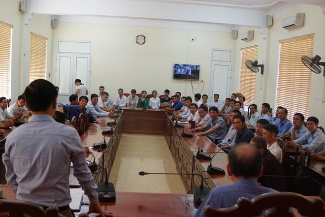 Vụ hàng chục phụ huynh kéo nhau lên Ủy ban tỉnh: Đồng ý chưa giải thể trường cấp 3 - Ảnh 2.