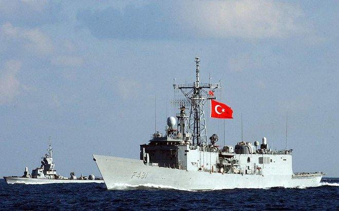 Tàu chiến Thổ kéo tới sát vách, Ai Cập đáp trả ngay bằng tên lửa chống hạm siêu thanh - Ảnh 1.