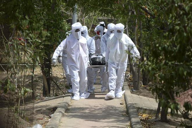 COVID-19 tới 6 giờ sáng 2/7: Số ca tử vong tăng vọt trở lại ở Mỹ, Brazil - Ảnh 1.