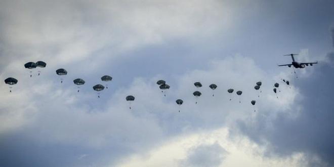 Lính dù Mỹ ồ ạt tập trận đánh chiếm đảo ở Thái Bình Dương - ảnh 1
