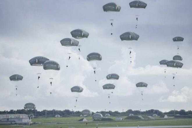 Lính dù Mỹ ồ ạt tập trận đánh chiếm đảo ở Thái Bình Dương - ảnh 2