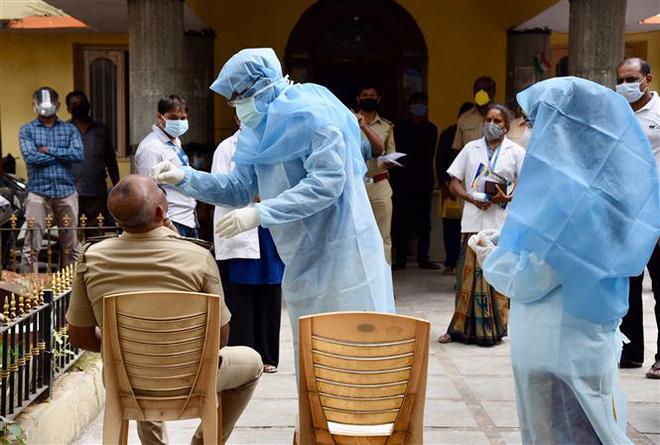 COVID-19 tới 6 giờ sáng 2/7: Số ca tử vong tăng vọt trở lại ở Mỹ, Brazil - Ảnh 11.