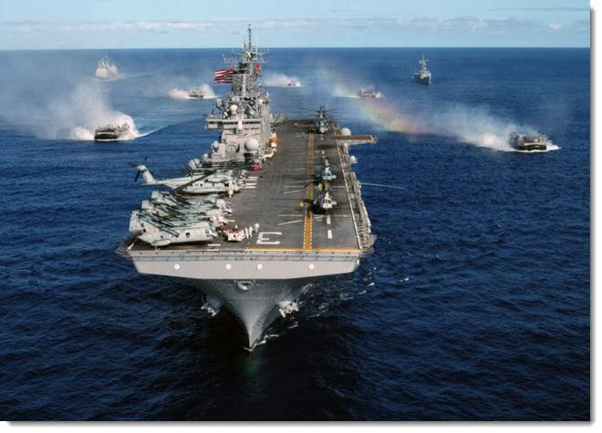 Thêm một siêu tàu đổ bộ tấn công Mỹ cùng loại với USS Bonhomme Richard bùng cháy - IRIB: Kẻ giúp Mỹ hạ sát tướng Soleimani đã phải trả giá - Ảnh 1.