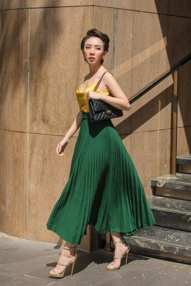 Hoa hậu hài Thu Trang mặc gợi cảm đi dạo phố - Ảnh 6.