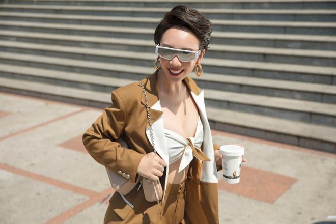 Hoa hậu hài Thu Trang mặc gợi cảm đi dạo phố - Ảnh 2.