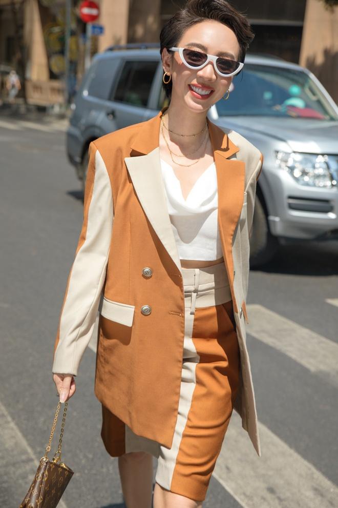 Hoa hậu hài Thu Trang mặc gợi cảm đi dạo phố - Ảnh 5.