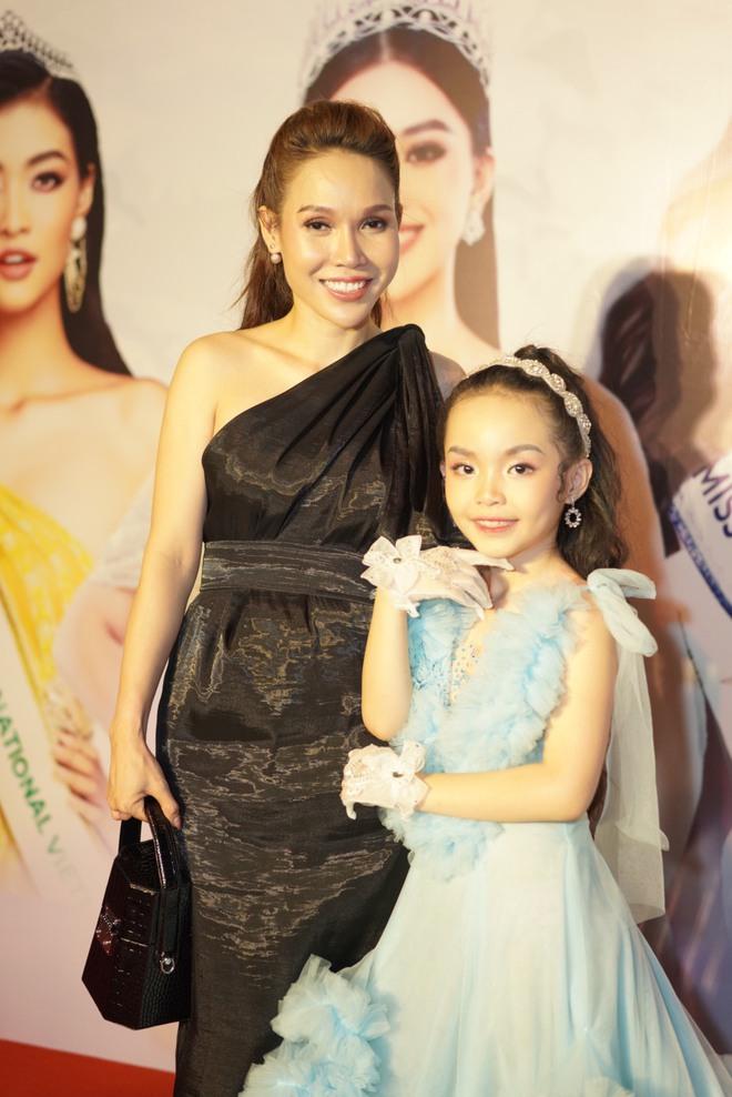 Mẫu nhí Trần Quách Thiên Kim mặc đầm công chúa, tự tin catwalk - Ảnh 8.