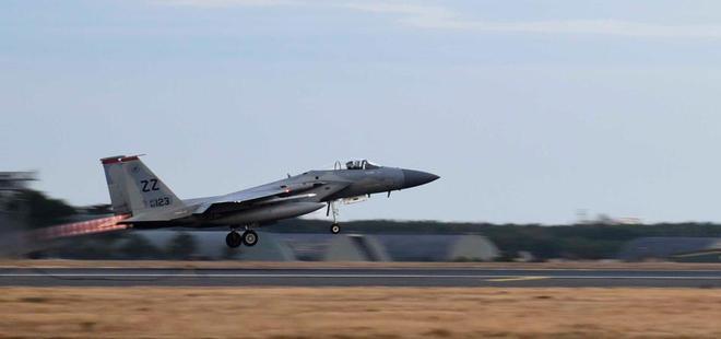 Ác mộng với TQ: Dàn tiêm kích Mỹ tấn công mục tiêu cách xa 3.200km có thể áp sát biên giới - Ảnh 1.