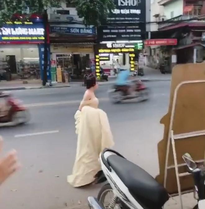 Cô gái trẻ hớt hải xách váy chạy bộ cả kilomet, hỏi thăm đến lễ cưới người yêu cũ chỉ để được nhìn anh mỉm cười lên xe hoa - Ảnh 3.