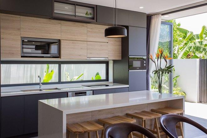 Ngôi nhà 230 m2 với phần quan trọng nhất là khu bếp và mảnh vườn nhỏ - Ảnh 4.