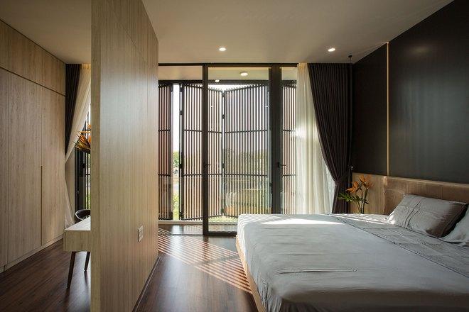 Ngôi nhà 230 m2 với phần quan trọng nhất là khu bếp và mảnh vườn nhỏ - Ảnh 10.