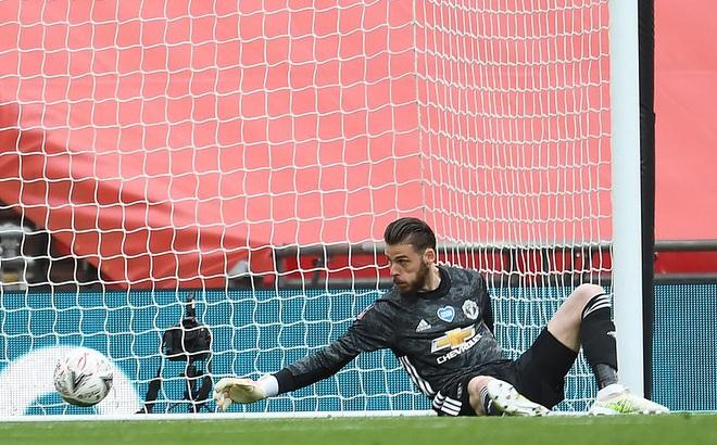 Thua tan nát trước Chelsea, Man United vẫn có niềm vui nhờ món quà