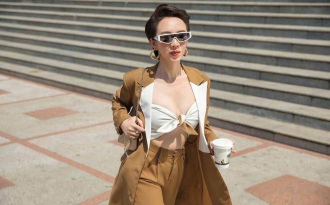 """""""Hoa hậu hài"""" Thu Trang mặc gợi cảm đi dạo phố"""