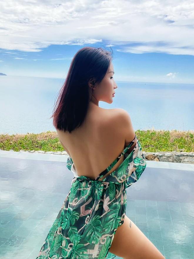 Khả Như khoe hình thể cực nóng bỏng với bikini - Ảnh 4.