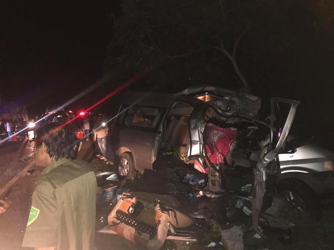 Hiện trường kinh hoàng vụ tai nạn giữa ô tô 16 chỗ và xe tải khiến 8 người tử vong lúc rạng sáng - Ảnh 6.