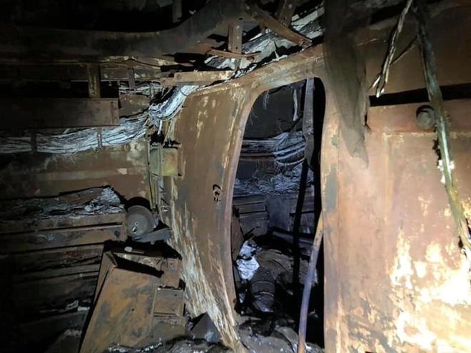 Hình ảnh chiến hạm tỷ đô của Mỹ hóa sắt vụn sau 4 ngày bốc cháy dữ dội - Ảnh 1.